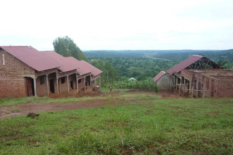placas-solares-escuela-uganda-1