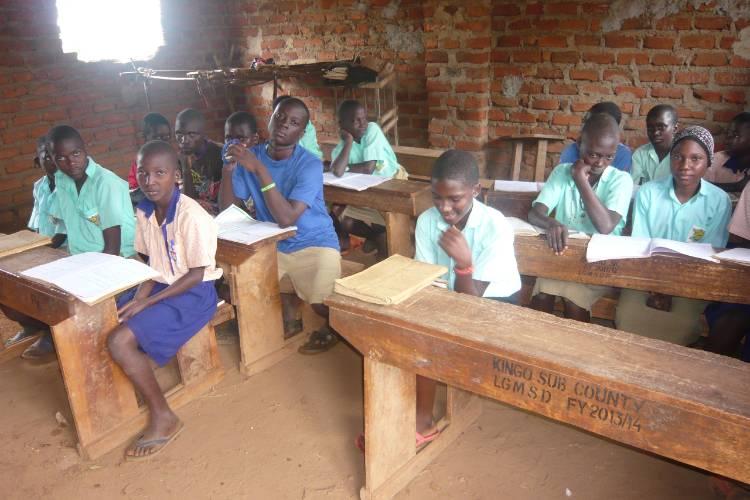 placas-solares-escuela-uganda-4
