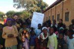 """<strong><a href=""""http://malawi.kukumiku.com"""">Casemos a las niñas de Malawi con los libros</a></strong>"""